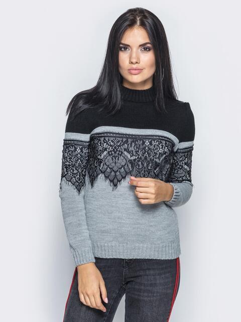 Серо-черный свитер с кружевом на полочке и на рукавах - 15992, фото 1 – интернет-магазин Dressa