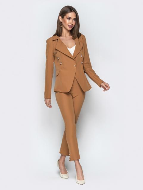 Бежевый костюм с пуговицами из жакета и брюк-дудочек - 20894, фото 1 – интернет-магазин Dressa