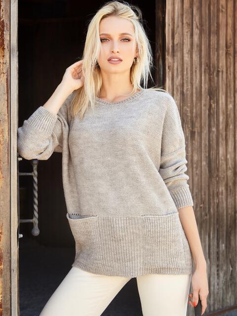 Бежевый свитер с вырезом лодочка и накладными карманами - 41060, фото 1 – интернет-магазин Dressa