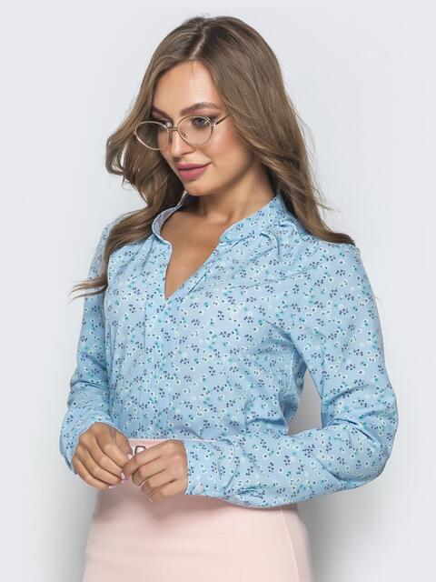Голубая блузка с цветочным принтом и V-вырезом - 39848, фото 1 – интернет-магазин Dressa