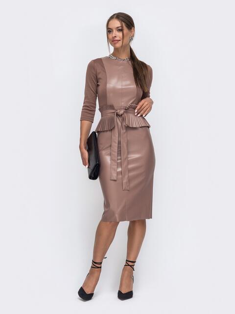 Комбинированное платье бежевого цвета с баской 50245, фото 1