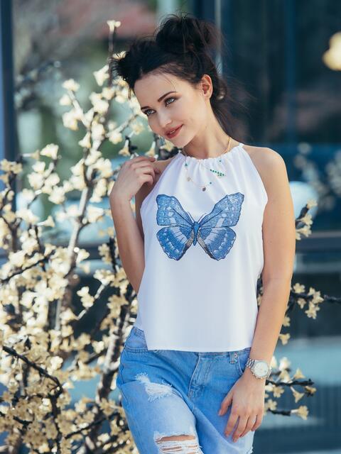 Белая блузка без рукавов с принтом на полочке - 22119, фото 1 – интернет-магазин Dressa