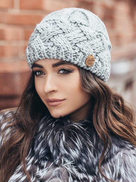 Серая шапка крупной узорной вязки - 15441, фото 2 – интернет-магазин Dressa