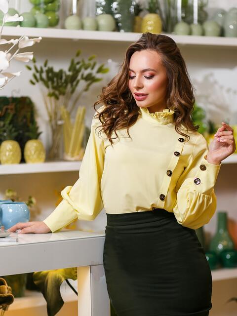 13479823cf6 Жёлтая блузка с воротником-стойкой и пуговицами - 19625
