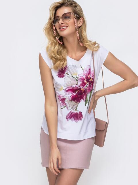 Белая блузка прямого кроя с принтом на полочке - 45438, фото 1 – интернет-магазин Dressa