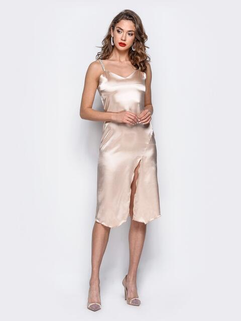 Платье из стрейч-атласа с высоким разрезом бежевое - 17927, фото 1 – интернет-магазин Dressa