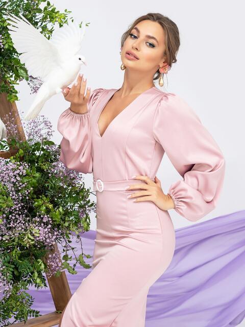 Платье приталенного кроя с V-вырезом цвета пудра - 44936, фото 1 – интернет-магазин Dressa