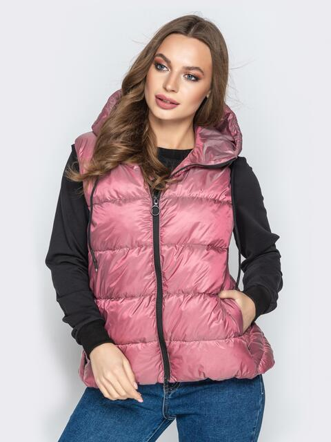 Розовый жилет со вшитым капюшоном и удлиненной спинкой - 20313, фото 1 – интернет-магазин Dressa