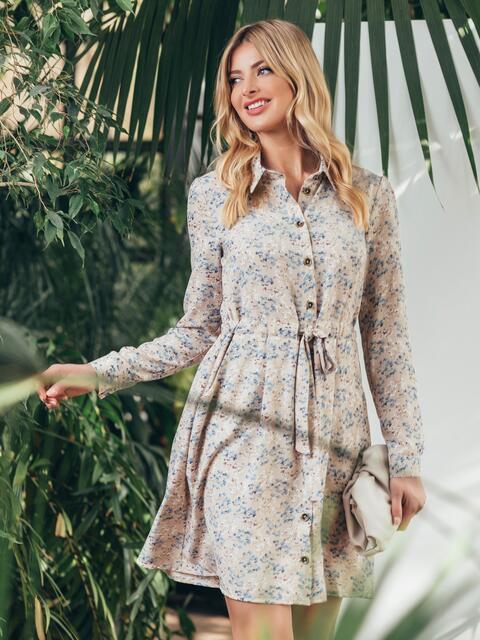 Платье с принтом и кулиской по талии бежевое - 45443, фото 1 – интернет-магазин Dressa
