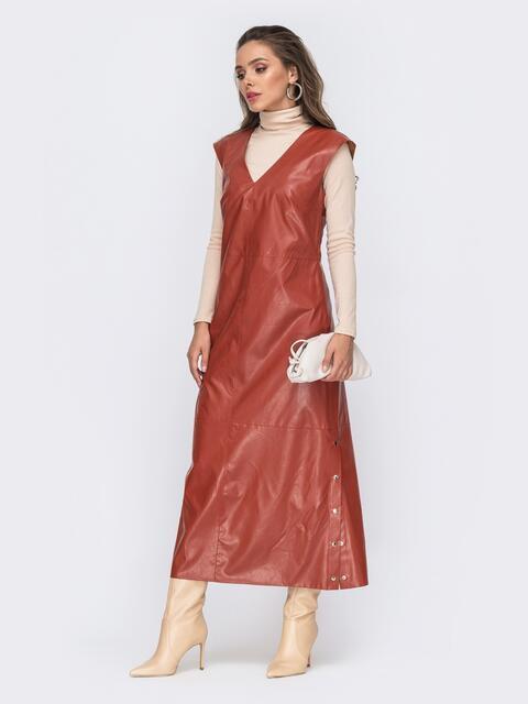 Длинное платье из эко-кожи с разрезами по бокам терракотовое 50764, фото 1