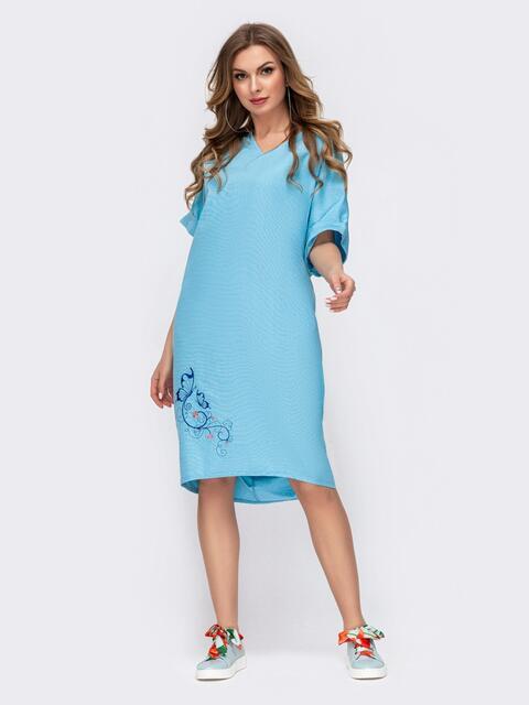 Платье с вышивкой по низу и удлиненной спинкой голубое 46753, фото 1