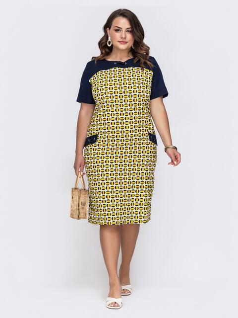 Приталенное платье батал с принтом и контрастными рукавами желтое - 49685, фото 1 – интернет-магазин Dressa