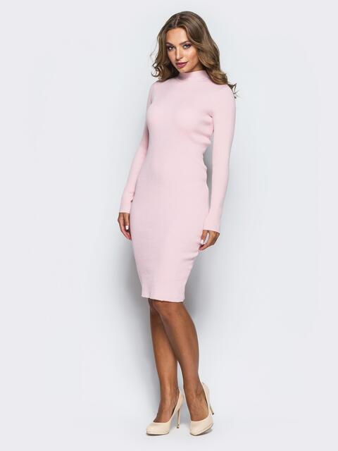 Нежно-розовое трикотажное платье в рубчик с длинными рукавами - 15915, фото 1 – интернет-магазин Dressa