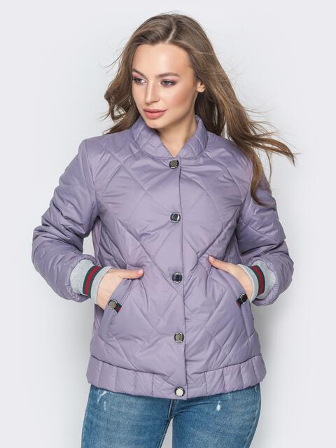 Стёганая куртка на кнопках с карманами сиреневая - 20242, фото 1 – интернет-магазин Dressa