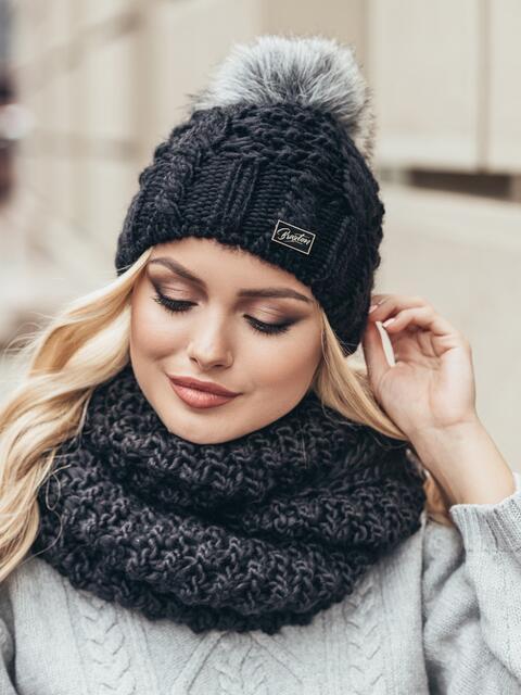 Черная зимняя шапка узорной вязки с бубоном - 15353, фото 2 – интернет-магазин Dressa