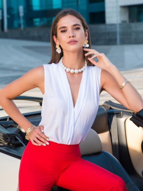 Блузка белого цвета с V-вырезом - 40074, фото 1 – интернет-магазин Dressa