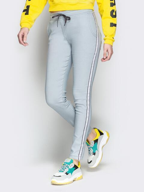 Серые брюки с резинкой по талии и контрастными лампасами 21063, фото 1