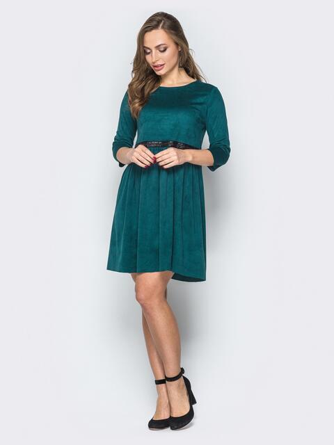 Зеленое платье из замши с юбкой-клеш - 19507, фото 1 – интернет-магазин Dressa