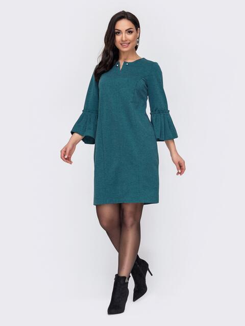 Зеленое платье батал с широким воланом на рукавах 52729, фото 1