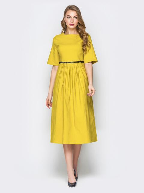 Жёлтое платье с завышеной талией и рукавом-колокол - 19812, фото 1 – интернет-магазин Dressa