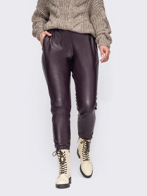Коричневые брюки большого размера из эко-кожи  52720, фото 1