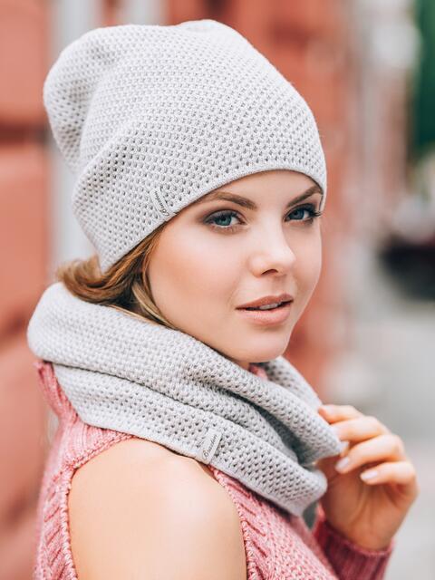 Светло-бежевые шапка и хомут рельефной вязки - 14882, фото 1 – интернет-магазин Dressa
