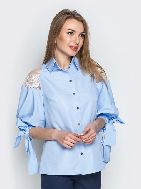 59c83d30abd Голубая блузка с объемными рукавами и вставками из гипюра - 20749