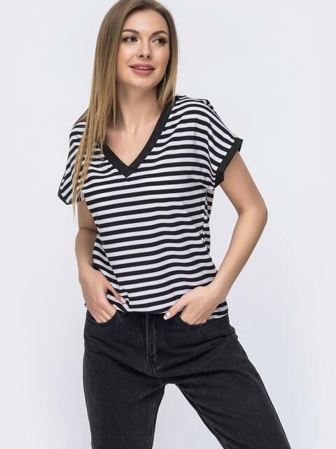 Черная футболка в полосу с V-образным вырезом - 46631, фото 1 – интернет-магазин Dressa