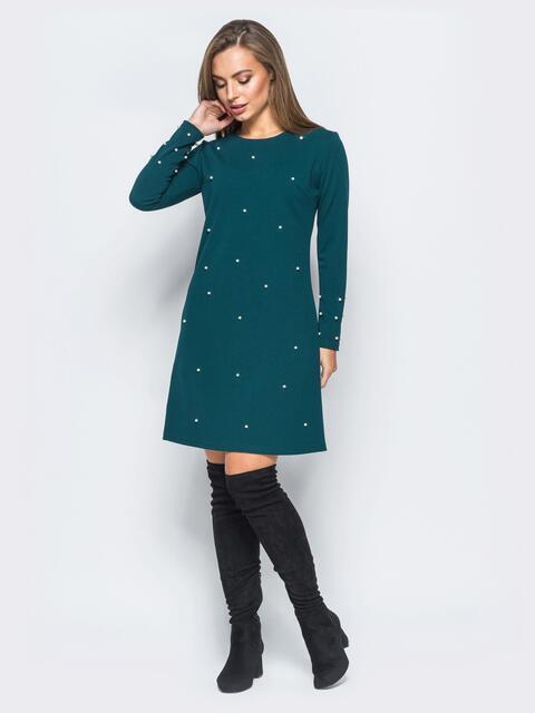 Зелёное платье А-силуэта с жемчужинами на полочке - 17488, фото 1 – интернет-магазин Dressa