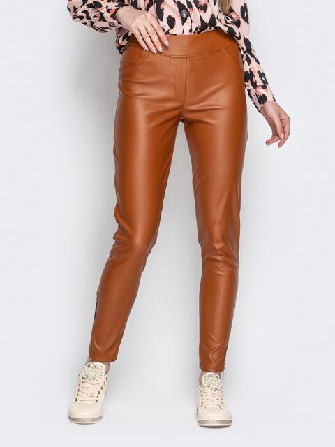 Бежевые брюки-дудочки из эко-кожи с завышенной талией - 20883, фото 1 – интернет-магазин Dressa
