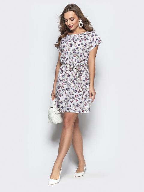 Приталенное платье белого цвета с принтом - 21814, фото 1 – интернет-магазин Dressa
