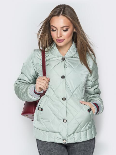 Стёганая куртка на кнопках с карманами оливковая - 20244, фото 1 – интернет-магазин Dressa