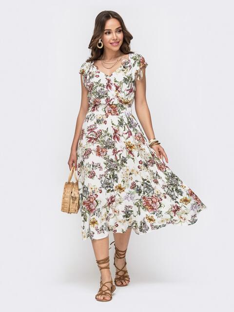 Платье белого цвета спринтомифигурнымвырезом 49149, фото 1
