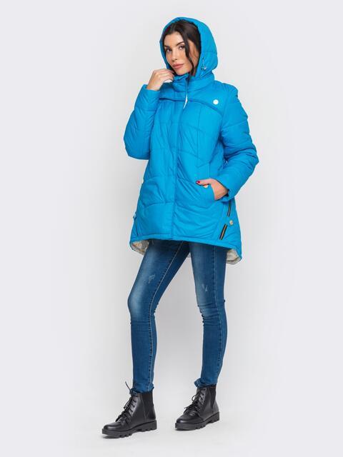 Зимняя куртка голубого цвета с удлиненной спинкой - 15197, фото 1 – интернет-магазин Dressa