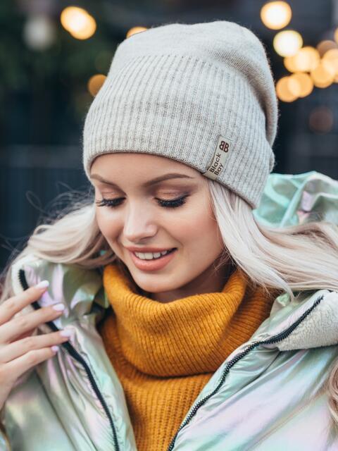 Зимняя шапка на флисе бежевого цвета 50123, фото 1