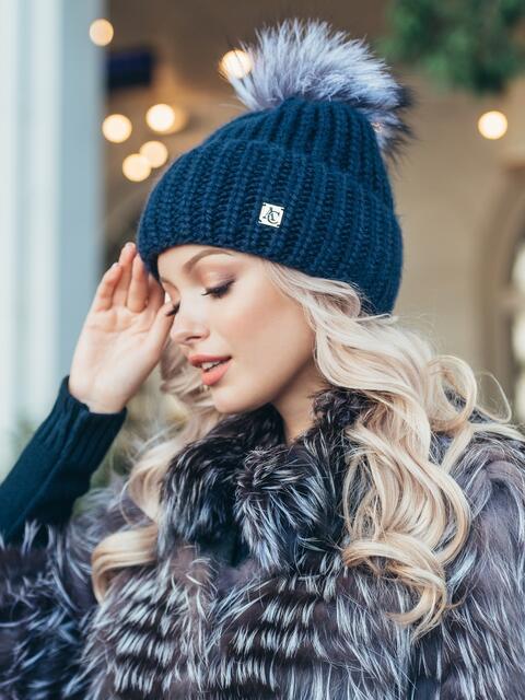 Зимняя шапка с бубоном темно-синего цвета 50125, фото 1