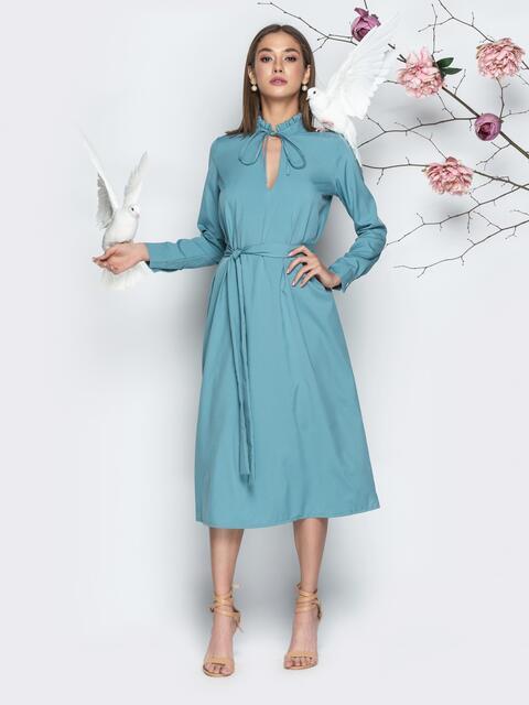 Голубое платье прямого кроя с вырезом на завязках - 21357, фото 1 – интернет-магазин Dressa