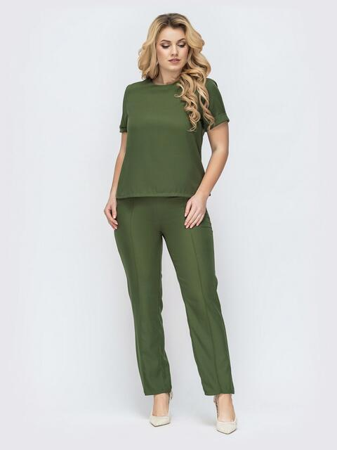 Комплект батал из блузки и брюк со стрелками цвета хаки 45427, фото 1