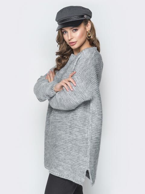 Серый свитер oversize с вырезом по спинке и украшением - 19343, фото 1 – интернет-магазин Dressa