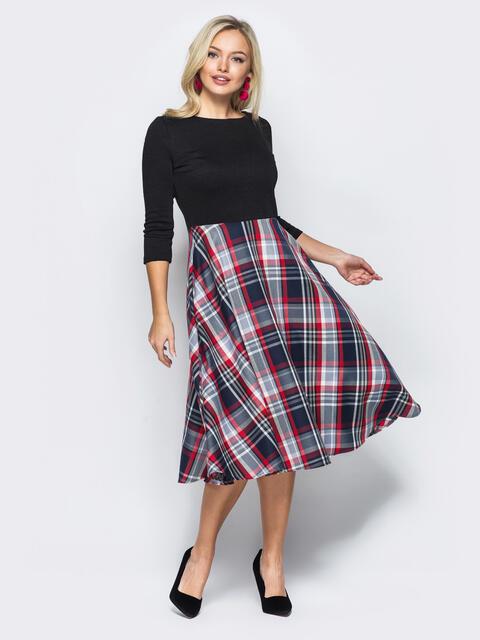 Трикотажное платье с расклешенной юбкой в клетку чёрное 50653, фото 1