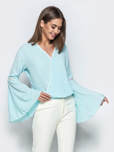 """Бирюзовая блузка с запахом и рукавом """"колокол"""" - 22348, фото 1 – интернет-магазин Dressa"""