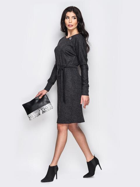 Трикотажное платье со съемным украшением серое - 13647, фото 1 – интернет-магазин Dressa