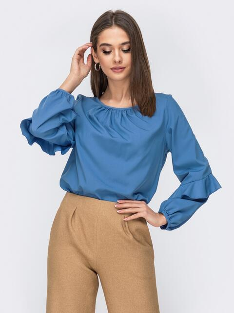 Голубая блузка с присборенными манжетами и вырезом - 44071, фото 1 – интернет-магазин Dressa