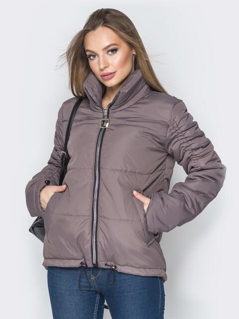 Коричневая куртка на кулиске снизу и воротником-стойкой - 20059, фото 1 – интернет-магазин Dressa