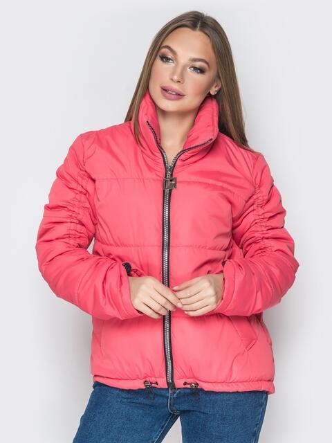Красная куртка на кулиске снизу и воротником-стойкой - 20061, фото 1 – интернет-магазин Dressa