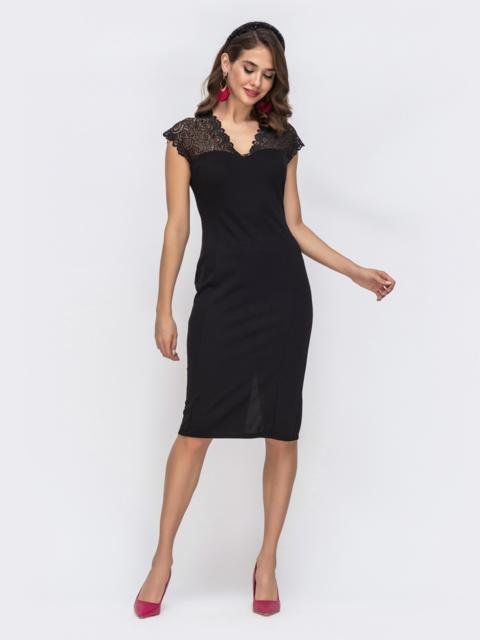 Чёрное платье-футляр с V-вырезом и кружевом на кокетке - 42734, фото 1 – интернет-магазин Dressa