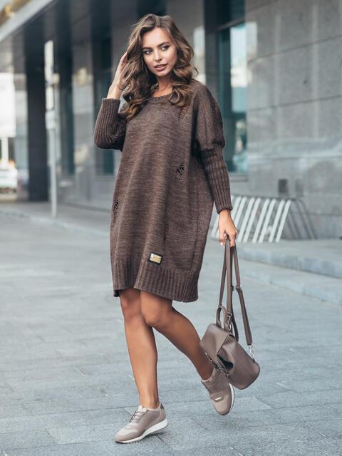 Коричневое вязаное платье с перфорацией и резинкой на рукавах - 17075, фото 1 – интернет-магазин Dressa