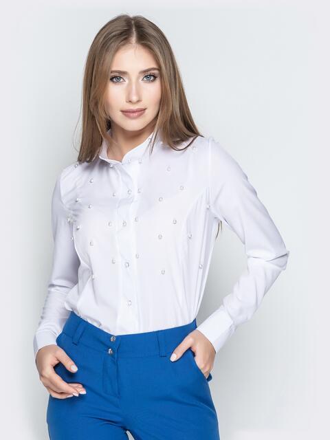 Белая блузка из софта с бусинами и воротником-стойкой - 20542, фото 1 – интернет-магазин Dressa