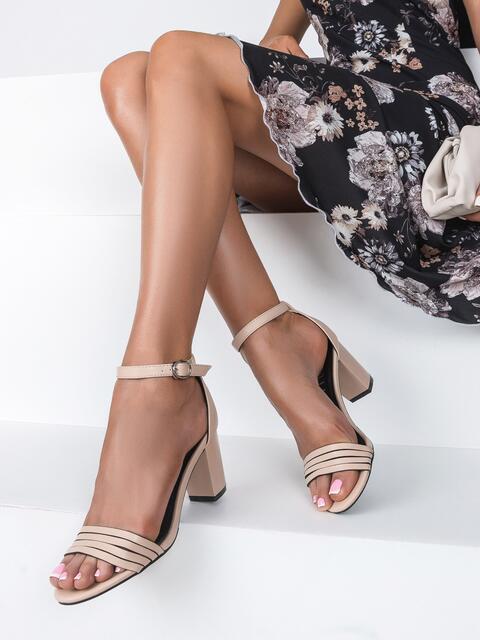 Бежевые босоножки из искусственной кожи на устойчивом каблуке - 49673, фото 1 – интернет-магазин Dressa