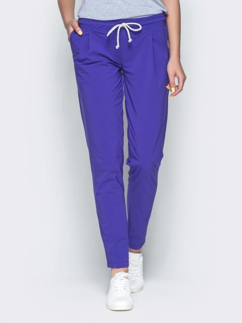 Фиолетовые брюки из бенгалина с эластичной деталью в поясе - 32886, фото 1 – интернет-магазин Dressa